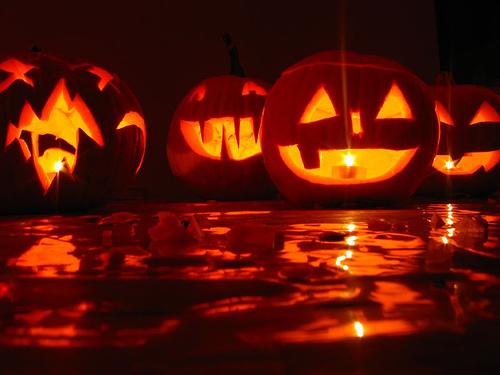 266812708_6cc03ff946_halloween-social